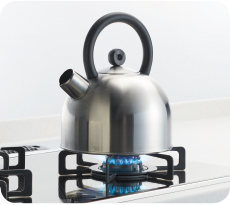 沸騰したら自動消火。保温機能付き